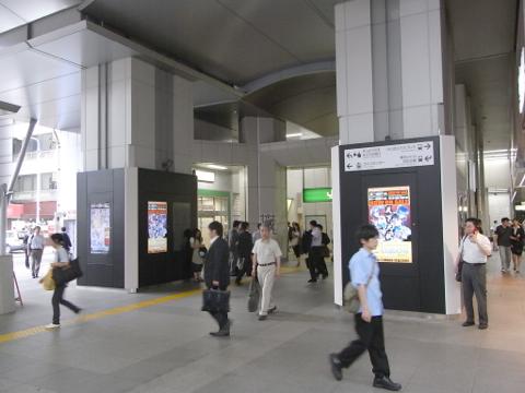 事例2:駅改札前2