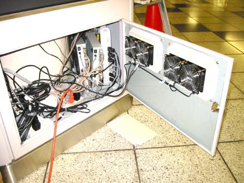 事例10:C駅構内のデジタルサイネージ-5