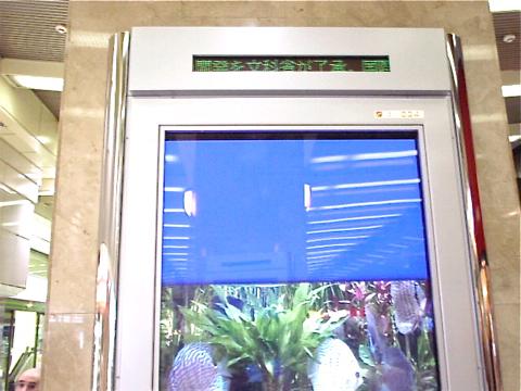 事例11:D駅構内のデジタルサイネージ-3
